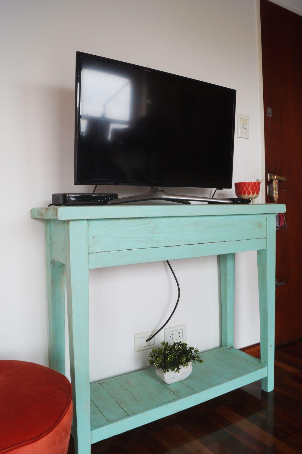 Mueble de apoyo tv para peque os espacios antigua madera for Mesas ordenador para espacios pequenos