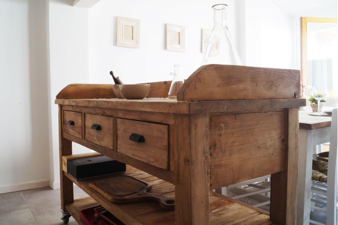 Isla de apoyo con cajones y ruedas antigua madera for Ruedas industriales antiguas para muebles