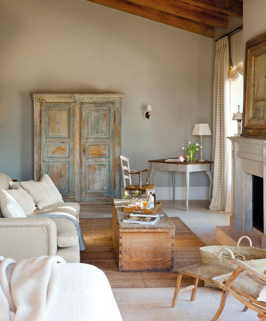 salon_decorado_con_piezas_recuperadas_baul_y_armario_exento_decapado_1059x1280