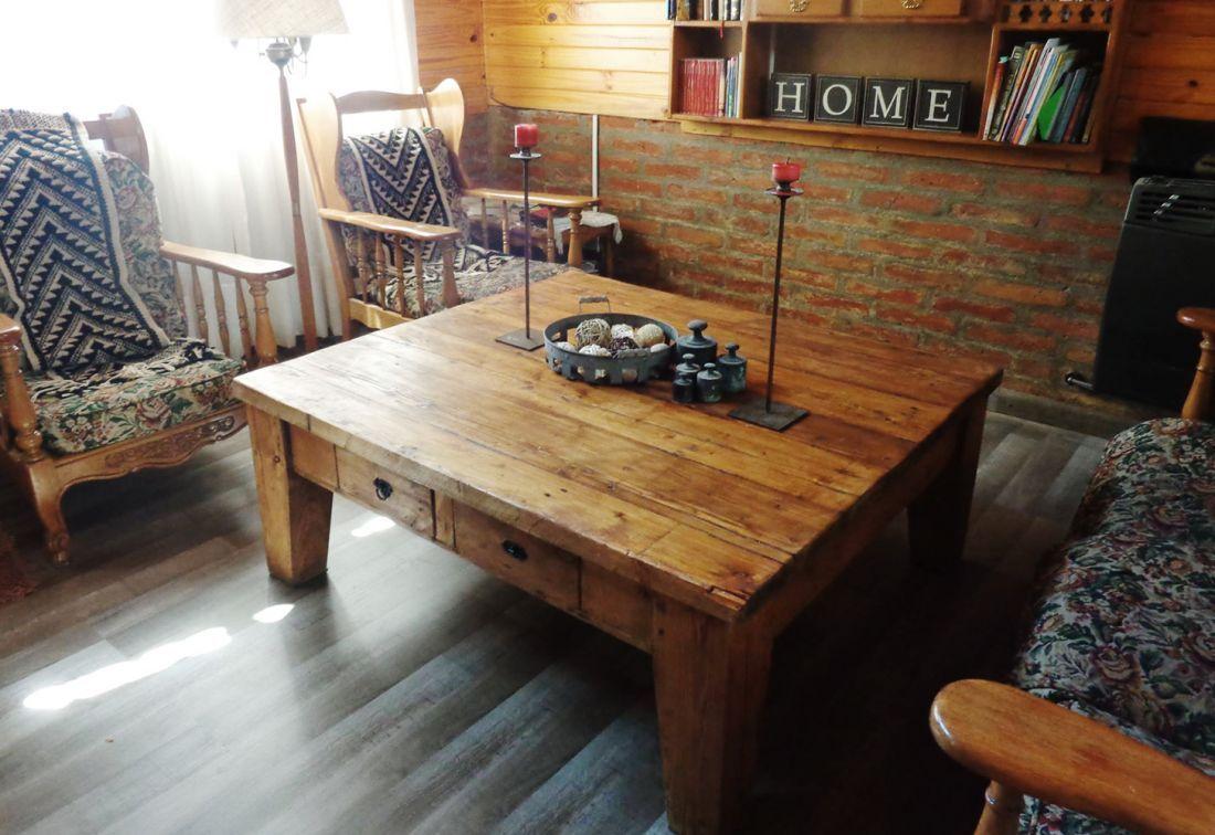 mesa ratona r stica con patas irregulares antigua madera