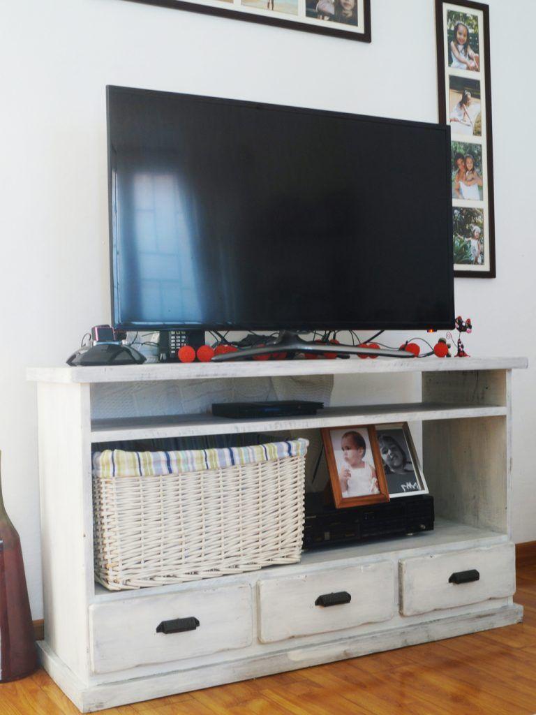 Como ubicar la tv en el living antigua madera antigua for Mueble bajo mb9 05